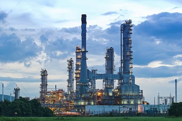 Usines pétrochimiques et raffineries